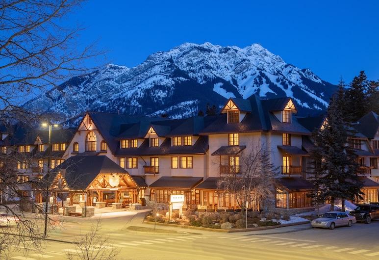 Banff Caribou Lodge and Spa, Banff, Hotelfassade am Abend/bei Nacht
