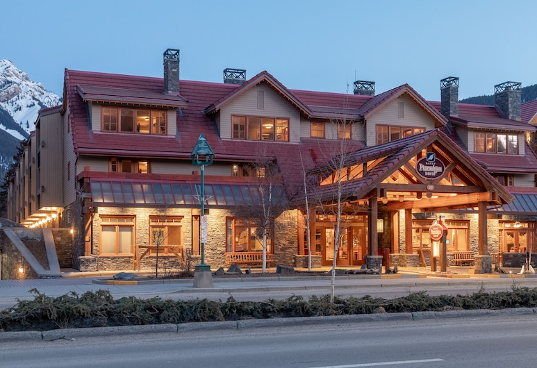 Banff Ptarmigan Inn, Banff, Hotel Front – Evening/Night