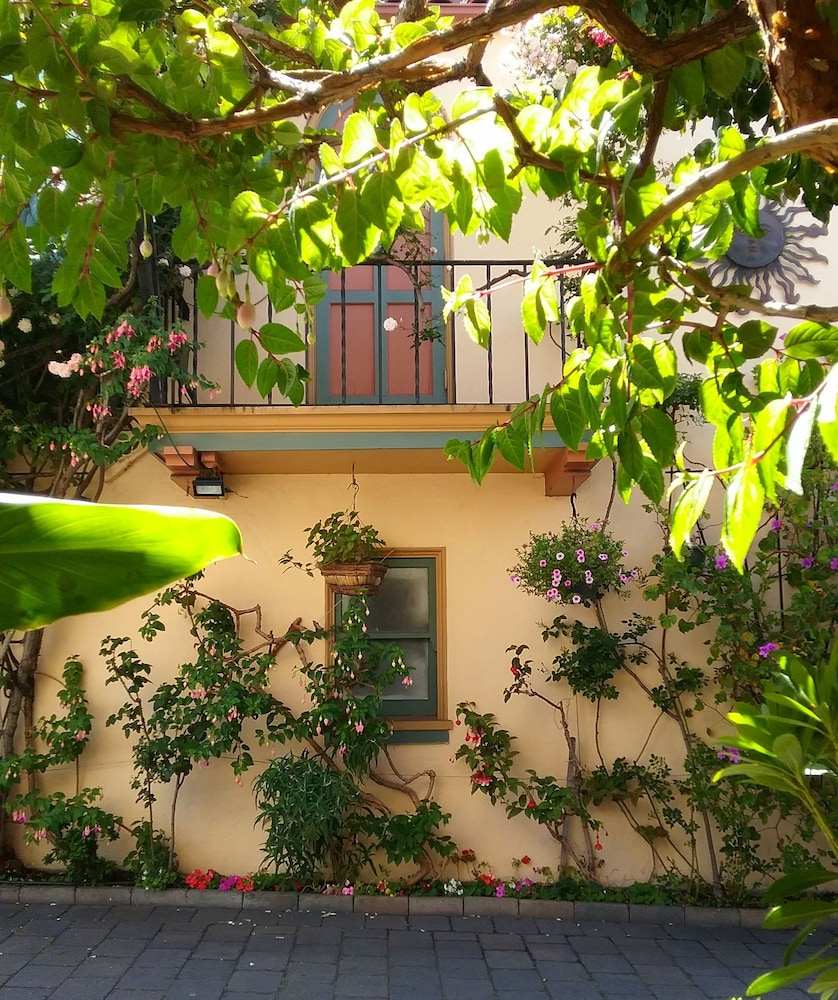 Book Marina Motel In San Francisco Ghirardelli Heels Bay Beige 36