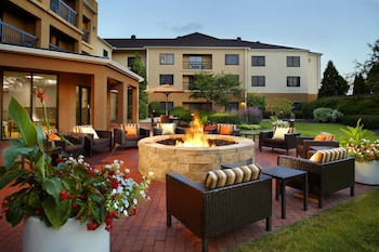 Picture of Courtyard by Marriott Columbus Airport in Columbus