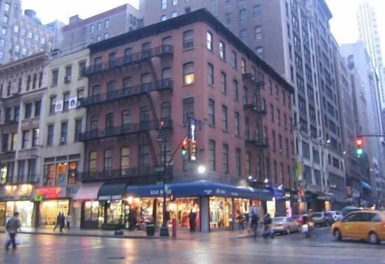 Americana Inn, New York, Hotellin julkisivu