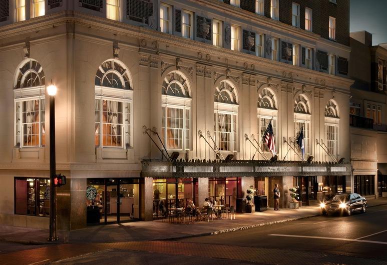 The Francis Marion Hotel, Charleston, Fachada del hotel de noche