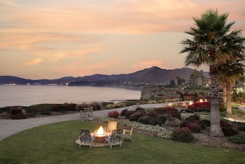 Gambar Spyglass Inn di Pantai Pismo