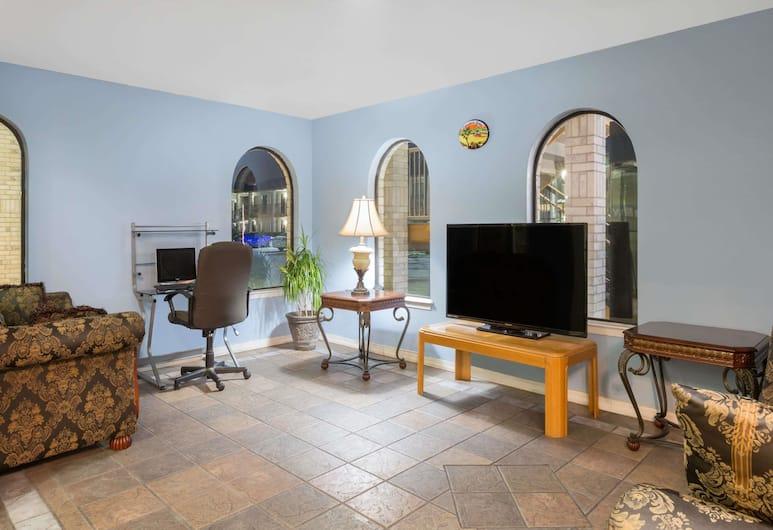 Days Inn by Wyndham San Antonio, San Antonio, Lobby Sitting Area