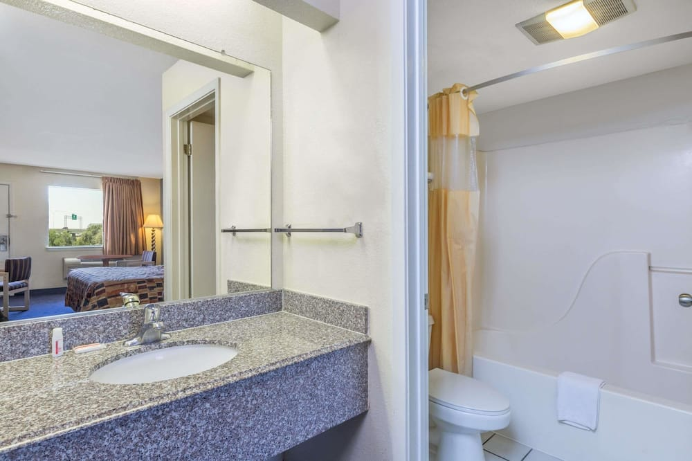 Room, 2 Queen Beds, Accessible, Non Smoking (Mobility Accessible) - Bathroom Sink