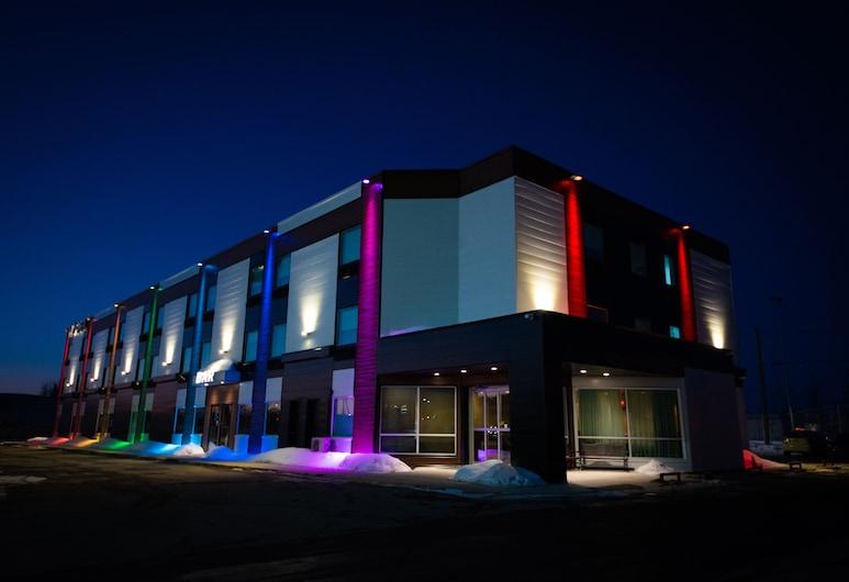 Days Inn by Wyndham Berthierville, Berthierville, Hotel Front – Evening/Night