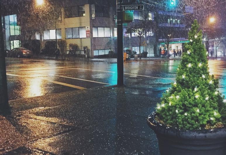 綠薔薇飯店, 溫哥華, 飯店入口 - 夜景