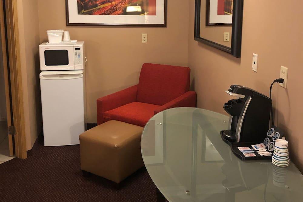 Superior Room, 2 Queen Beds, Non Smoking, Refrigerator & Microwave - Living Area