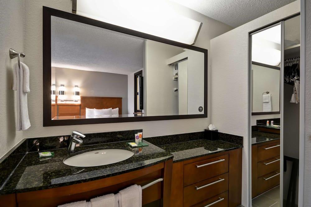 Room, 2 Double Beds, Bathtub (No Sofabed) - Bathroom