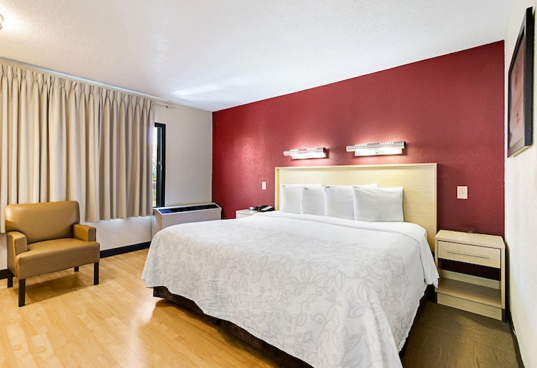 Red Roof Inn PLUS+ West Palm Beach, West Palm Beach, Standard Room, 1 King Bed (Smoke Free), Guest Room