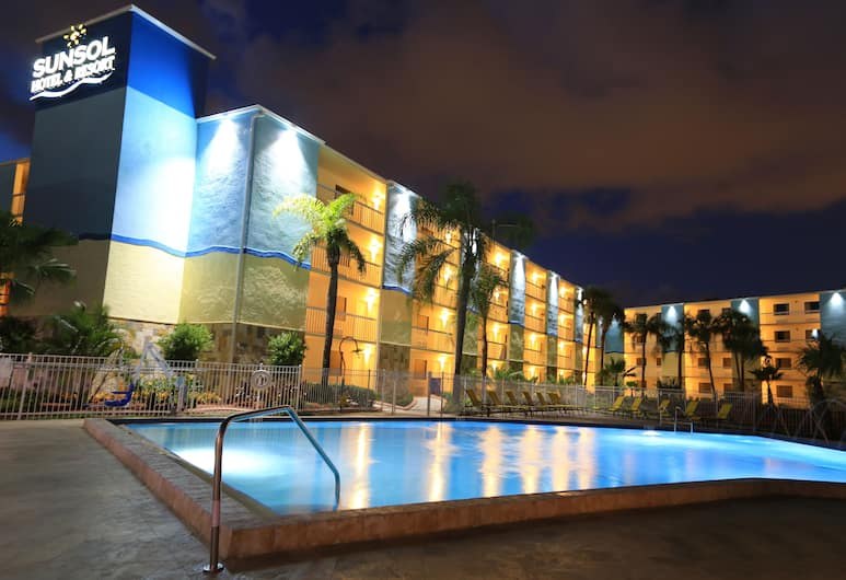 SUNSOL International Drive, Orlando, Kolam Renang Luar Ruangan