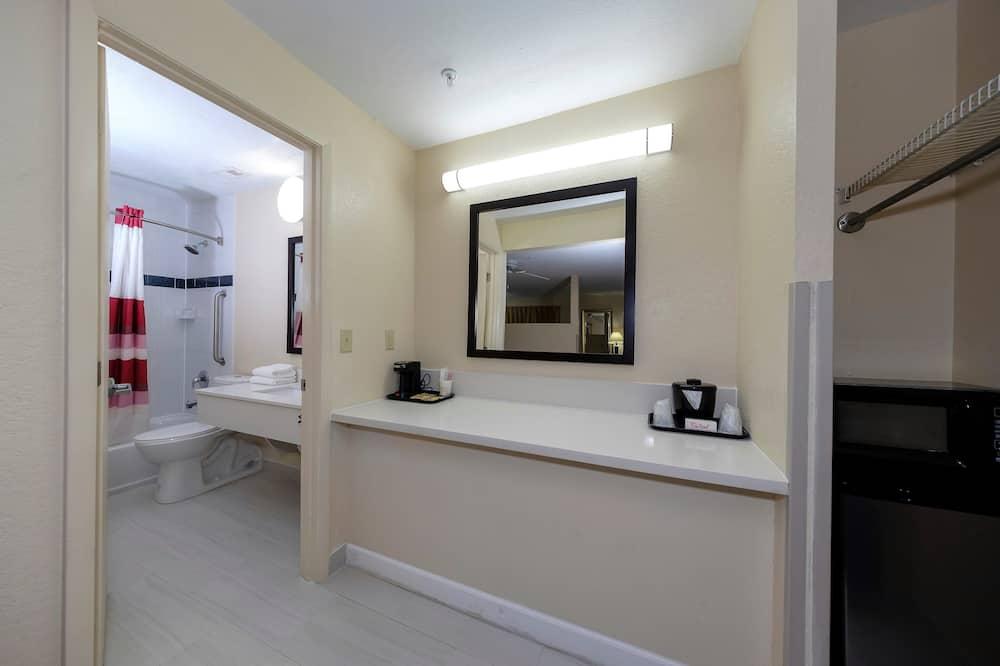 Superior Room, 1 Katil Raja (King), Non Smoking, Poolside - Bilik mandi
