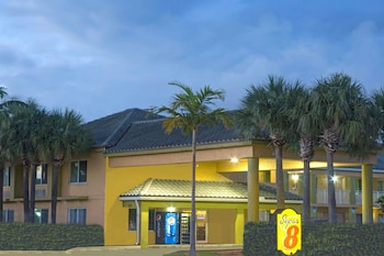 Picture of Super 8 by Wyndham Dania/Fort Lauderdale Arpt in Dania Beach