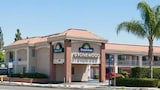 Reserve this hotel in Downey, California