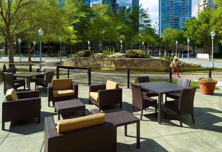 Courtyard by Marriott Atlanta Buckhead, Atlanta, Terraza o patio