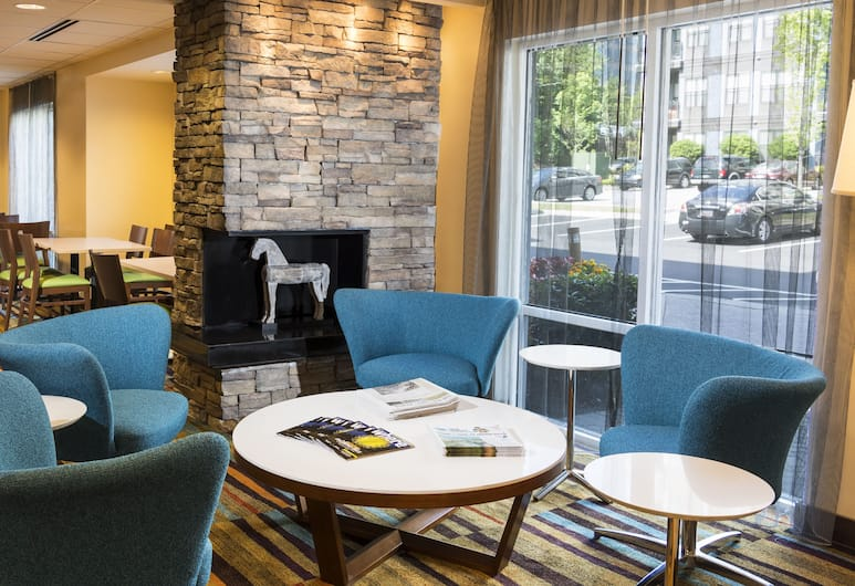 Fairfield Inn & Suites by Marriott Atlanta Buckhead, Atlanta, Sala de estar en el lobby