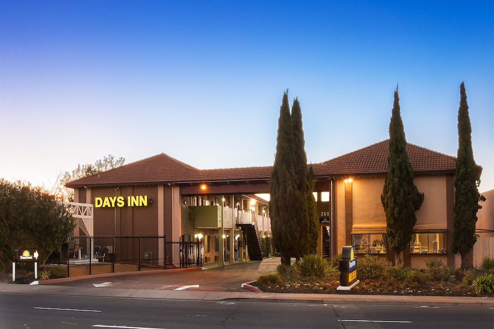 Days Inn Pinole Exterior