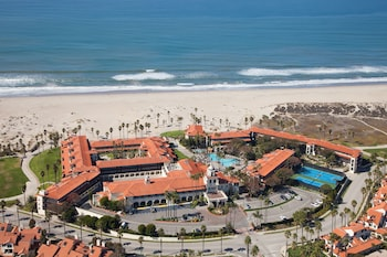 Picture of Embassy Suites by Hilton Mandalay Beach Hotel & Resort in Oxnard