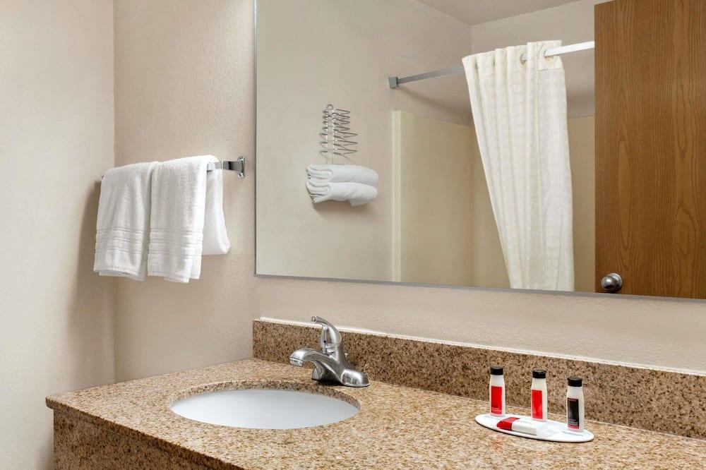 Δίκλινο Δωμάτιο (Double), 2 Διπλά Κρεβάτια - Μπάνιο