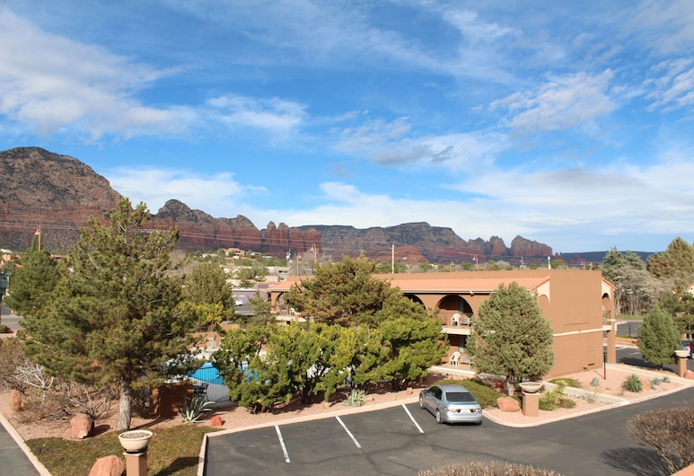GreenTree Inn Sedona, Sedona, Deluxe Room, 1 King Bed, Patio, Mountain View, Property Grounds