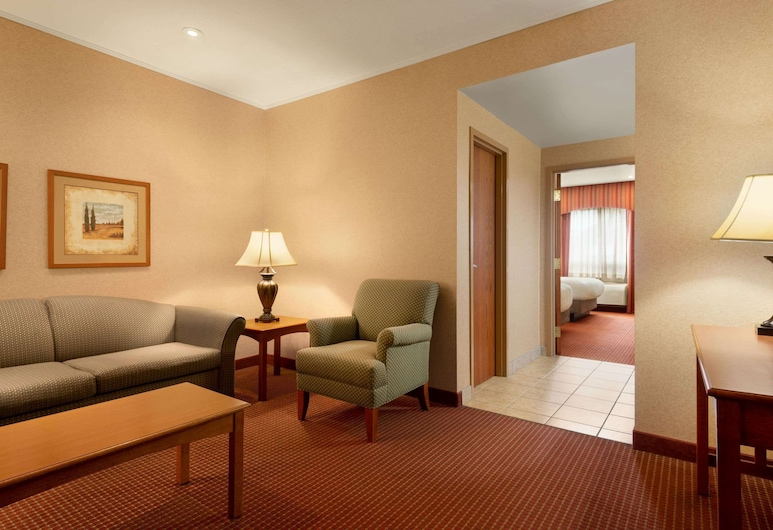 Days Inn by Wyndham Swift Current, Swift Current, Deluxe Suite, 2 Queen Beds, Non Smoking, Guest Room