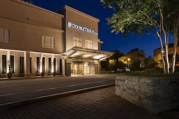 Picture of DoubleTree by Hilton Raleigh - Brownstone - University in Raleigh