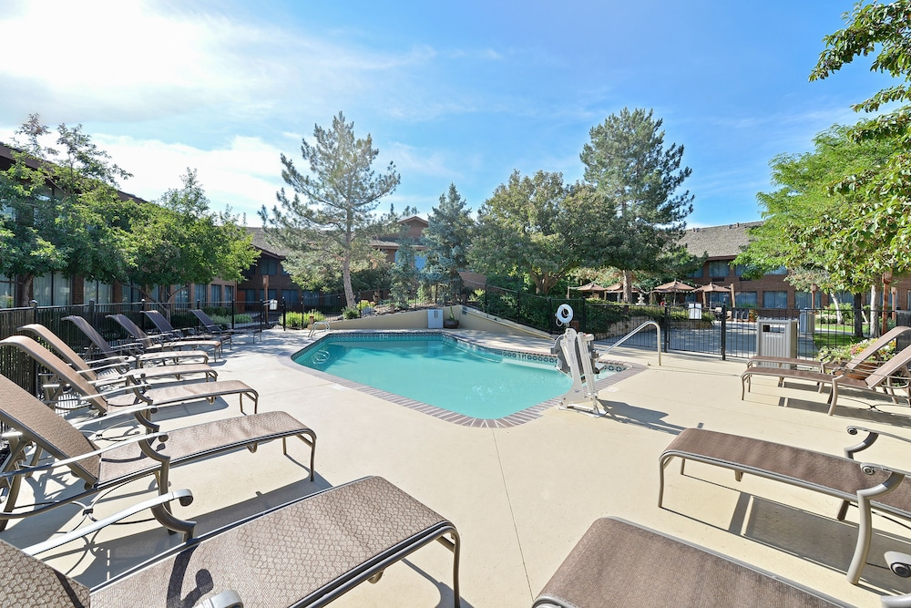 Book best western plus plaza hotel in longmont for Best hotels in united states