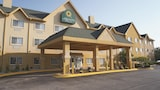 Reserve this hotel in Bolingbrook, Illinois