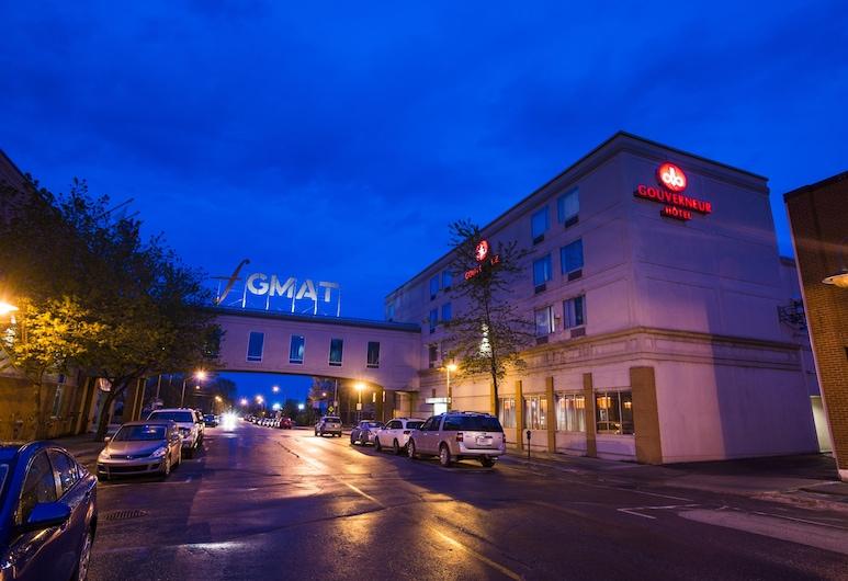 Le Noranda Hotel & Spa, Ascend Hotel Collection, Rouyn-Noranda, Fassaad õhtul/öösel