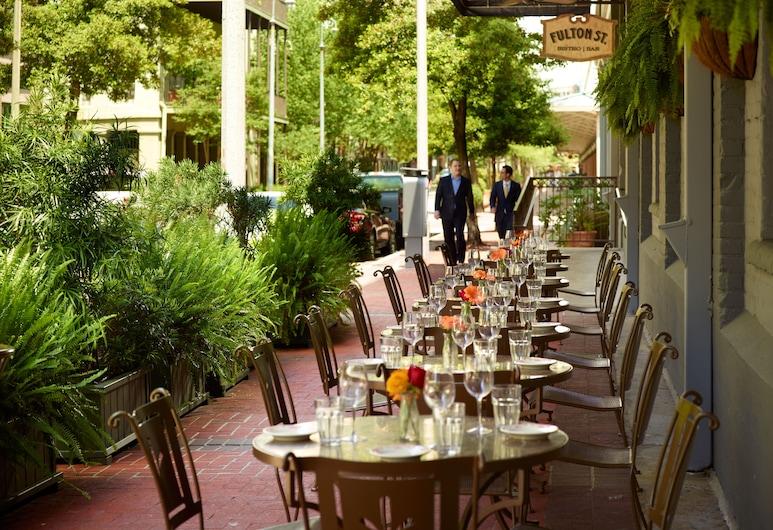 歐姆尼河濱酒店, 新奥爾良, 室外用餐