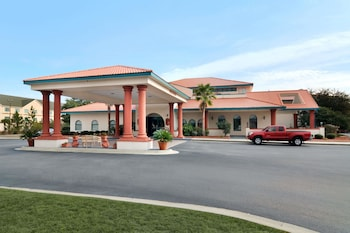 Savana bölgesindeki Days Inn & Suites by Wyndham Savannah Gateway/I-95 And 204 resmi