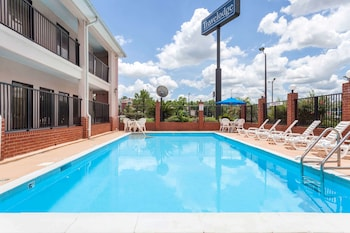 Picture of Travelodge by Wyndham Port Wentworth Savannah Area in Port Wentworth