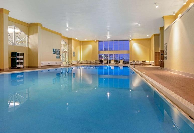 La Quinta Inn & Suites by Wyndham Appleton College Avenue, Άπλτον, Πισίνα