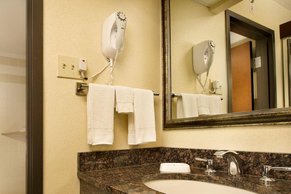 Deluxe-huone, 2 keskisuurta parisänkyä, Jääkaappi ja mikroaaltouuni (Upper Floor) - Kylpyhuone