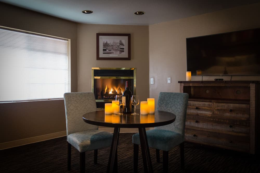 Fireplace King - In-Room Dining