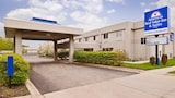 Choose This Business Hotel in Waukegan -  - Online Room Reservations