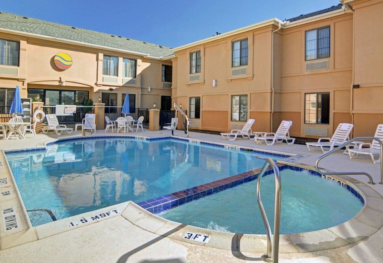 Quality Inn & Suites DFW Airport South, Irving, Alberca