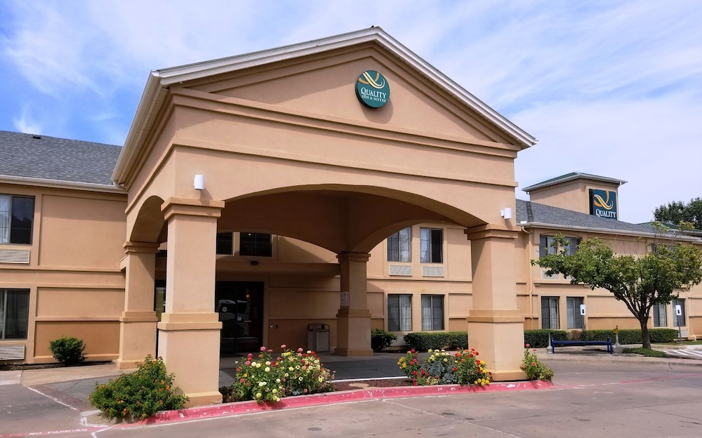 Quality Inn & Suites DFW Airport South, Irving