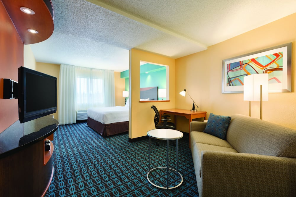 Executive Suite, 1 King Bed, Non Smoking - Living Area
