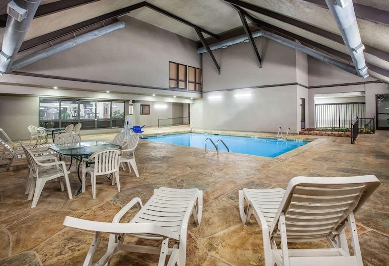 Days Inn & Suites by Wyndham Tyler, Tyler, Zwembad