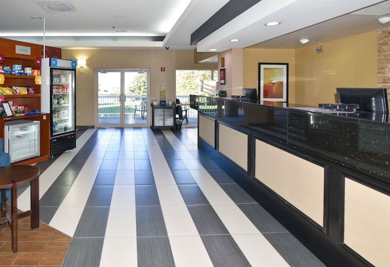 Comfort Suites Inn at Ridgewood Farm, Salem, Lobby