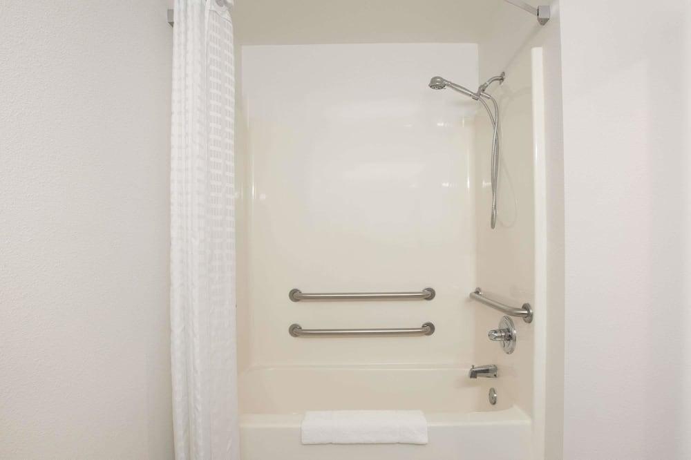 Standaard kamer, 1 kingsize bed, Toegankelijk voor mindervaliden, niet-roken - Badkamer