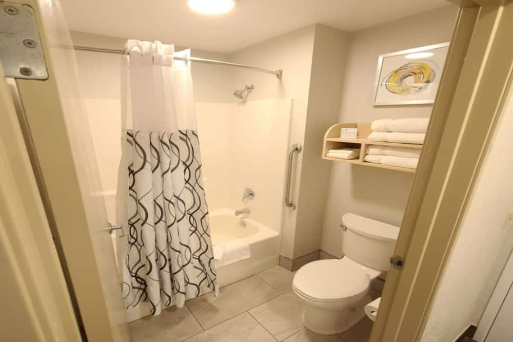 Standard Room, Multiple Beds, Non Smoking (with Sofabed) - Bathroom
