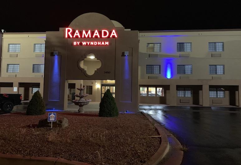 Ramada by Wyndham Santa Fe, Santa Fe, Hotel Front – Evening/Night
