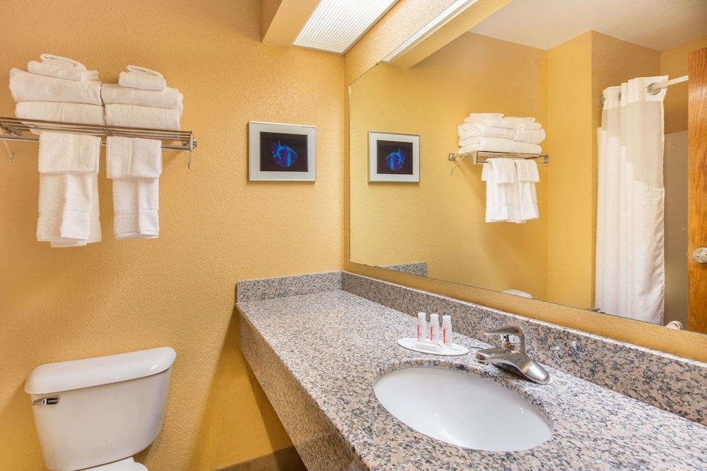 Studio Suite, 2 Queen Beds, Non Smoking, Mountain View - Bathroom