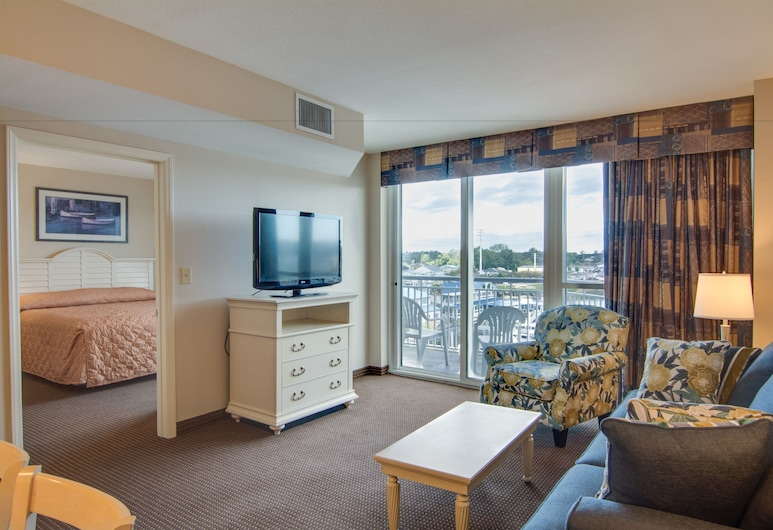 Harbourgate Marina Club by Oceana Resorts, North Myrtle Beach, Suite, 3 Bedrooms, Living Room