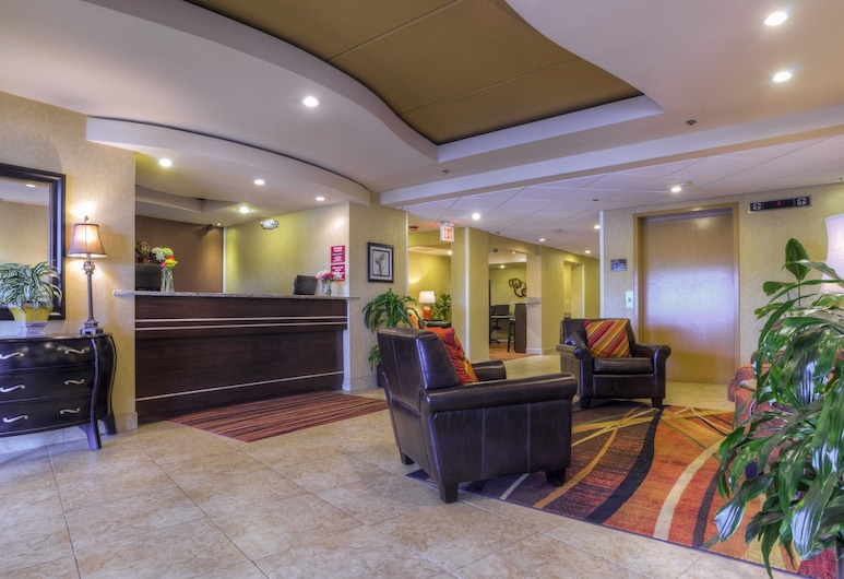 Clarion Inn & Suites West Knoxville, Knoxville, Lobby Sitting Area