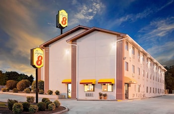 Picture of Super 8 by Wyndham Johnson City in Johnson City