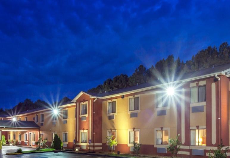 Knights Inn Memphis at Macon Cove, Memphis, Fachada del hotel de noche