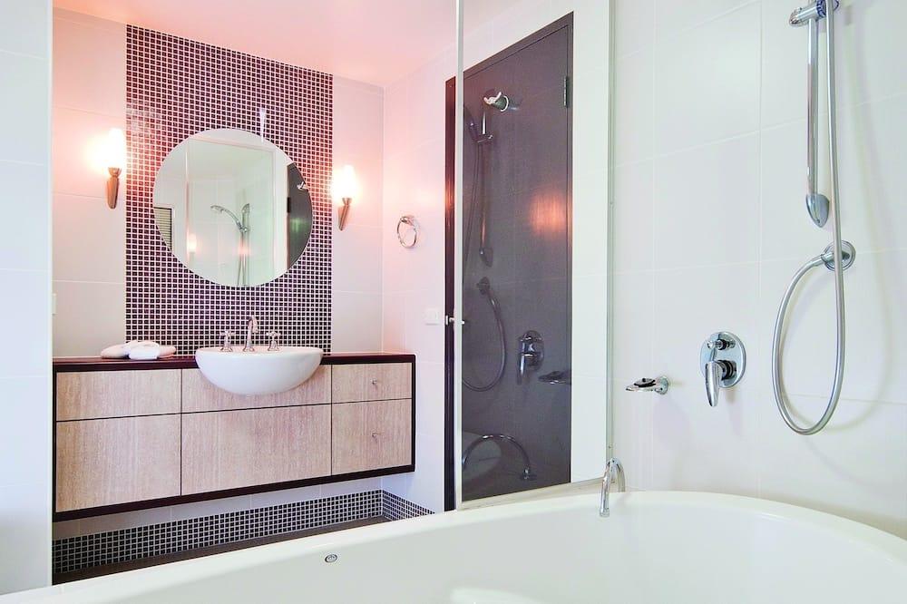 ห้องเอ็กเซกคิวทีฟสวีท, 1 ห้องนอน, อ่างน้ำวน - ห้องน้ำ